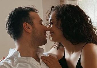 Azra Akın'dan romantik paylaşım